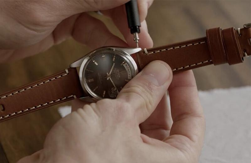cách tự tháo và thay dây da đồng hồ đơn giản tại nhà