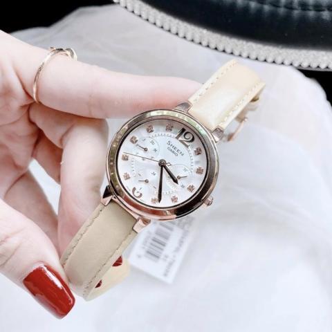 thời trang với phiên bản dây da trơn đơn giản, mặt số 6 kim nổi bật thiết kế tinh xảo đính đá pha lê tạo nên vẻ đẹp sang trọng.
